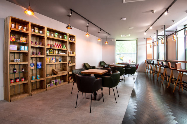find a co-working space in Roomzzz Stratford, London
